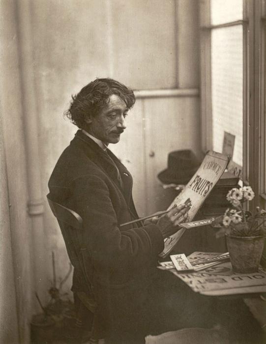 Французский художник – создатель вывесок. (Photo by John Thomson/LSE Digital Library)