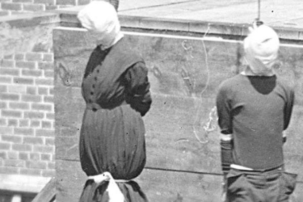 Мэри Суррат и Льюис Пауэлл.