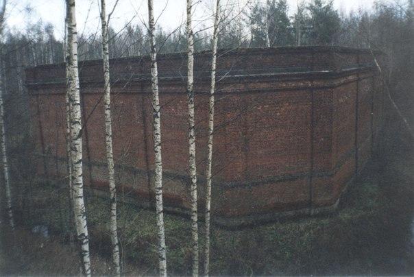 Здание бывшего порохового погреба.