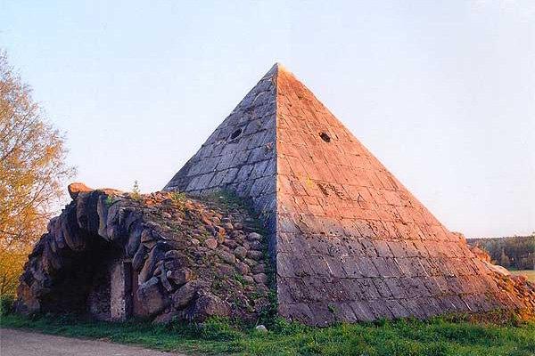 Погреб - пирамида в с. Митино, Памятник архитектуры.