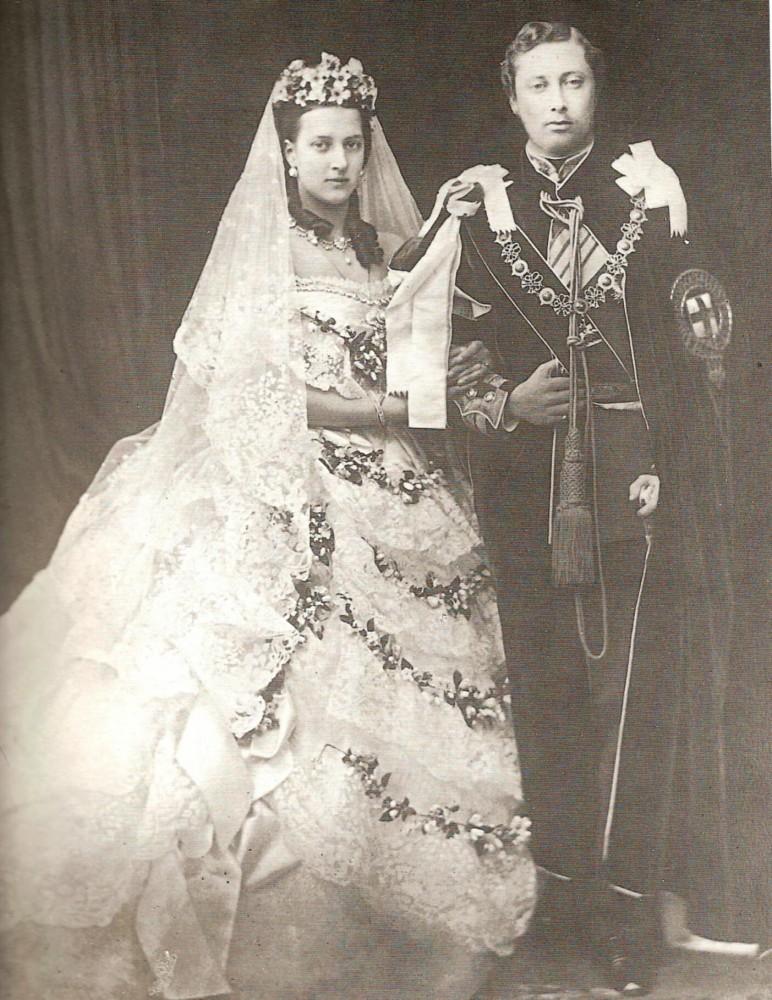 Свадебная фотография Александры Датской (Глюксбургской) и сына Виктории и Альберта март 1863 года.