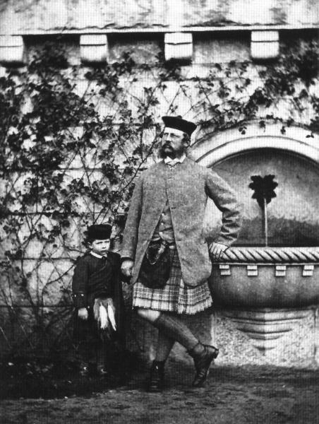 Кронпринц Фридрих с сыном Вильгельмом в замке Балморал.