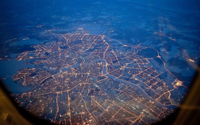 Вид Петербурга из иллюминатора самолета.