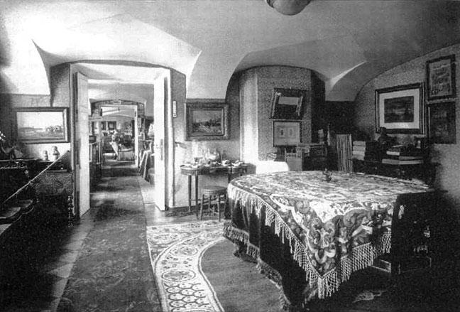 Столовая прусских баронов фон Гольштейн в антресольном помещении Арсенальном каре.