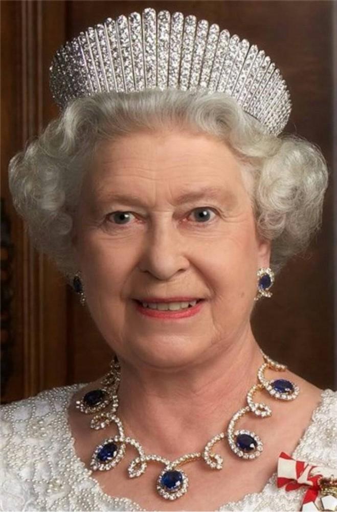 Королева Елизавета Саксен-Кобург-Готская- Виндзор.