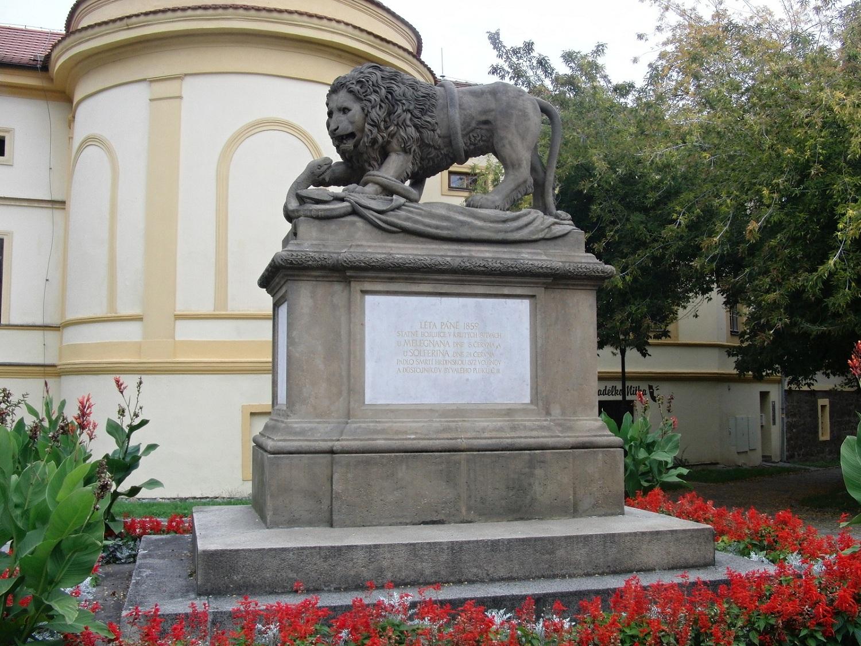 Львы и Орлы.