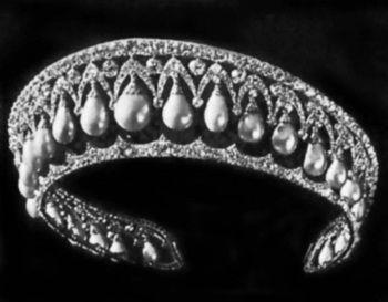 Бриллиантовая диадема с жемчужными подвесками. Около 1815 г.