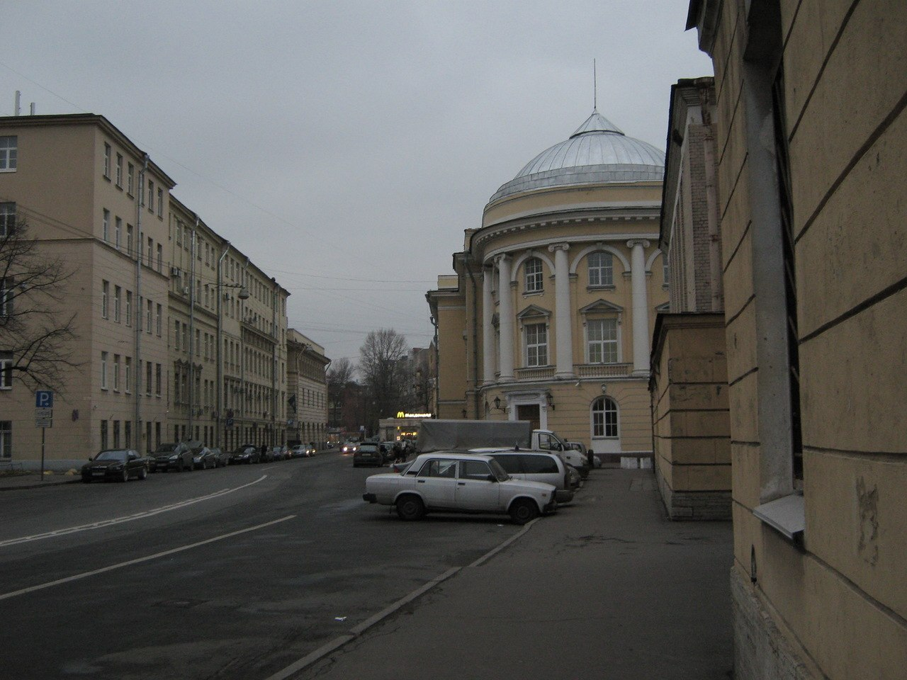Петербург, Подъездной переулок, д. 4.