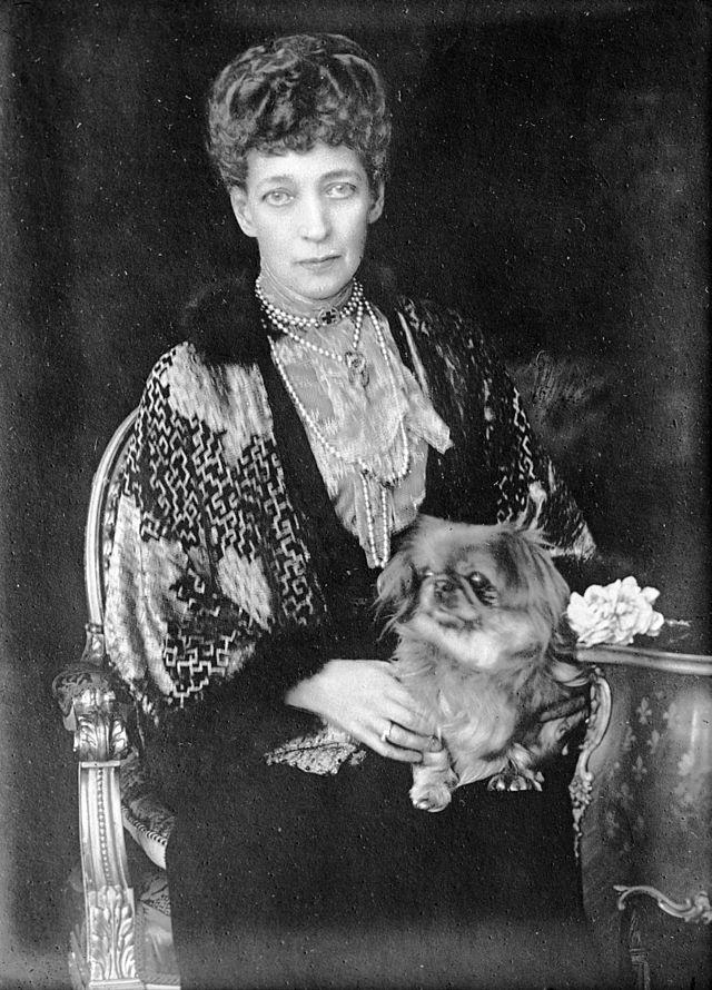 Королева Английская Александра.