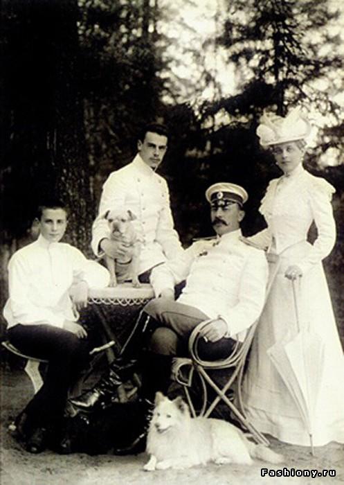 Сын Эльстона-Сумарокова с семьей.