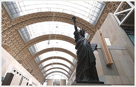 Статуя Свободы в Париже в музее Орсе.
