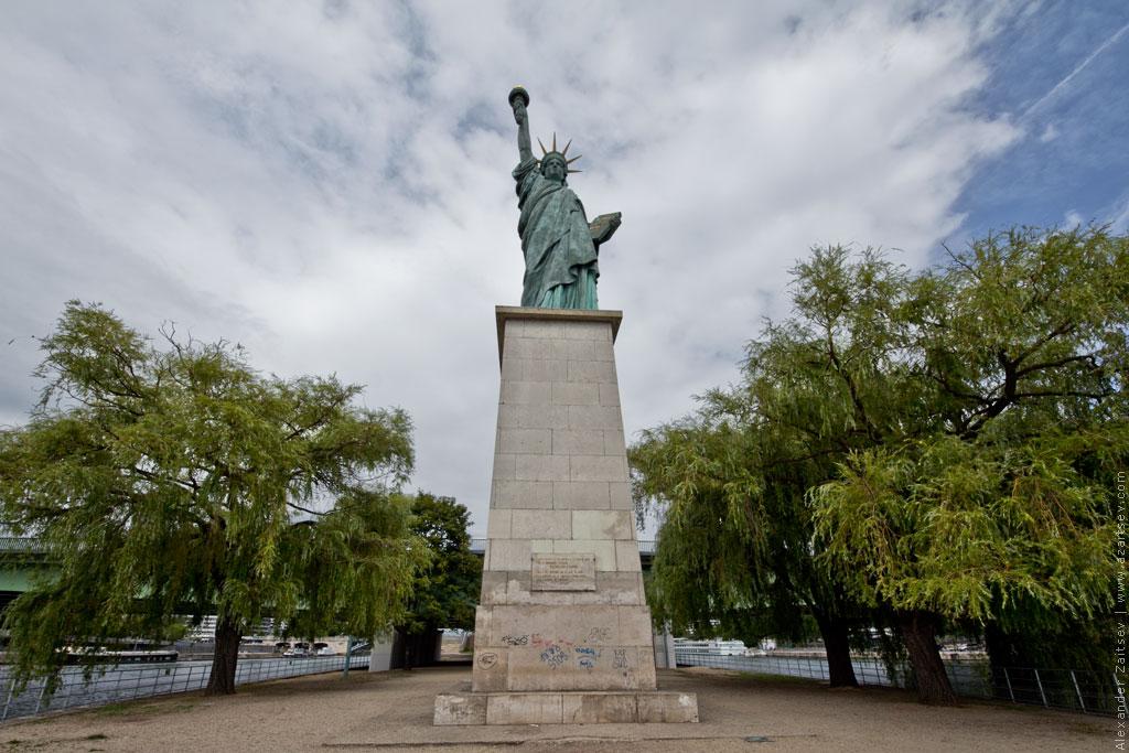 В Люксембургском саду более 100 лет парижская Статуя Свободы после реставрации.