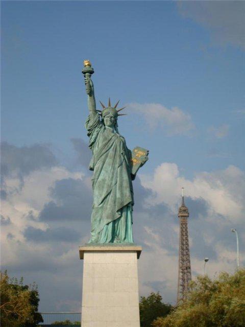 Парижская Статуя Свободы.