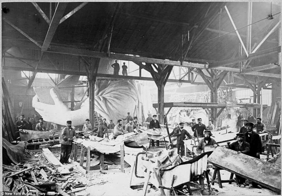 Building the statue of liberty pictures.