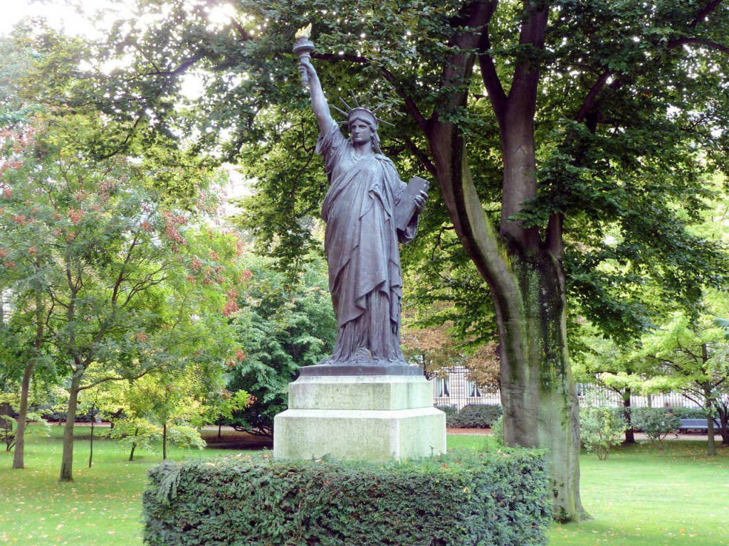 Статуя Свободы. Люксембургский сад. Париж.