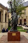 Статуя свободы в парижском музее искусств и ремесел.