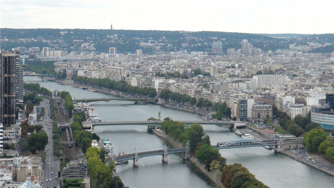 Река Сена и статуя Свободы.