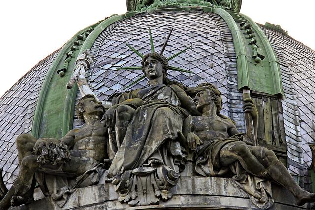 Статуя Свободы во Львове.