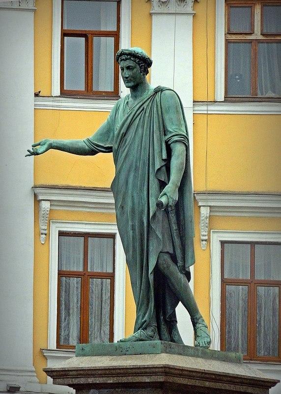Петербургский памятник Богу Русу Спасу в еврейской Одессе.