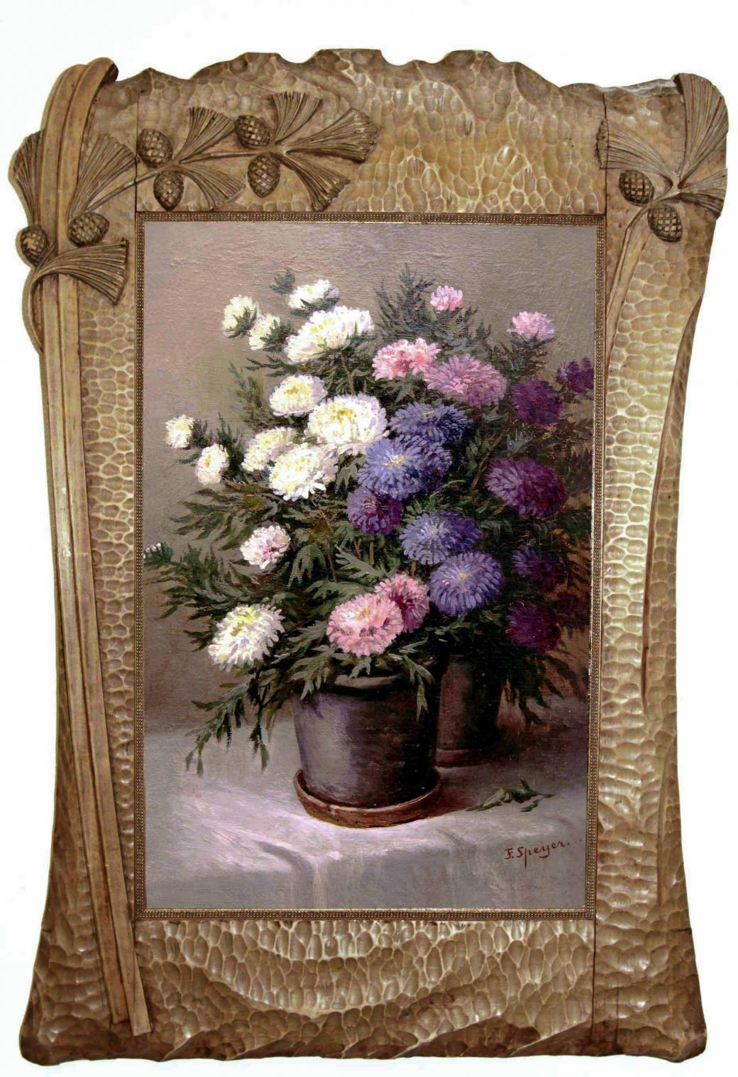 Старинный натюрморт: астры в резной деревянной вазе.Западная Европа, начало 20 века