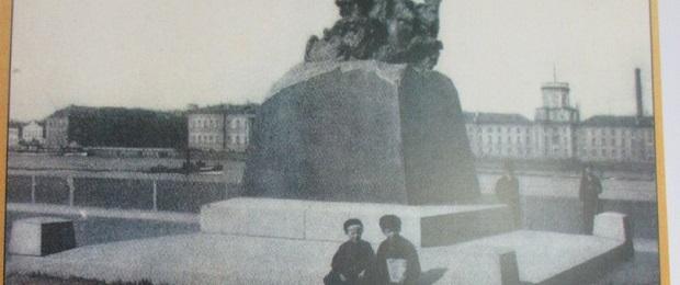 """Ещё раз о фальшивой фотографии с самозванцами """"Романовыми"""" (евреями Гольштейн)."""