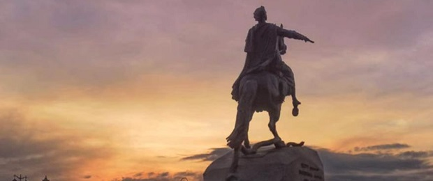 Описание памятника Медный всадник. А царь-то не настоящий. С комментариями.