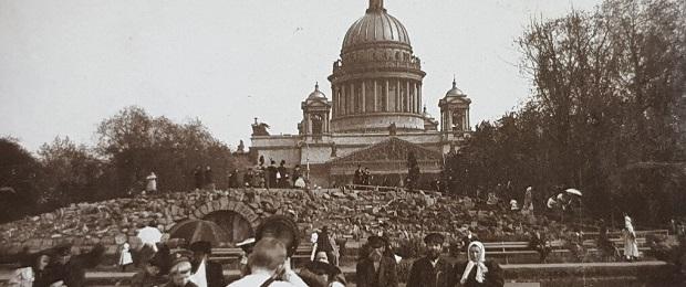 Грот перед Исакием и памятник Николаю.